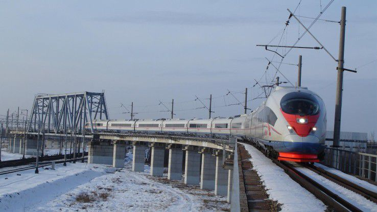 Eine Verfügbarkeit von 99 Prozent erreicht die russische Bahn mit Hilfe eines KI-gestützten Condition Based Maintenance (im Bild ein Wanderfalke, die russische Variante des ICE 3).