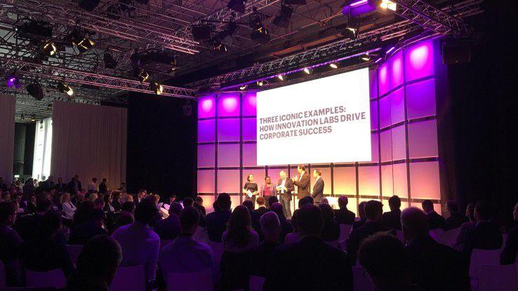 Über 200 Teilnehmer diskutierten auf dem Innovation Forum von Accenture am 13. April in der Ziegelei in München die Frage, wie sich Innovationsprozesse so aufsetzen lassen, dass sie das laufende Business voranbringen. Dabei ging es weniger um die Technik. Im Vordergrund standen Organisation, Prozesse und die Mitarbeiter.