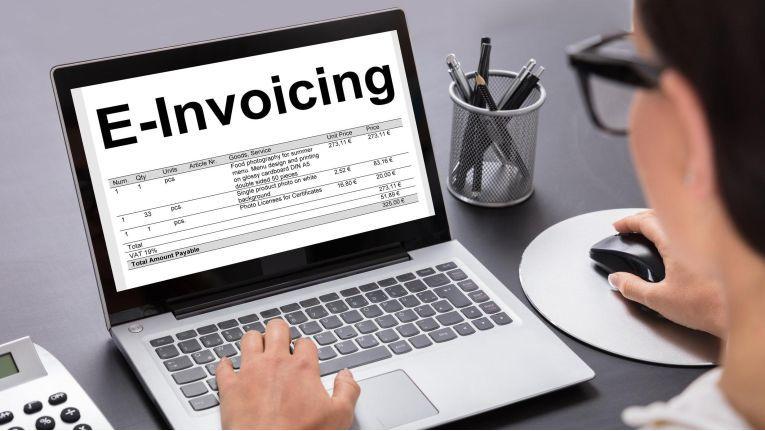 Immer mehr Staaten verlangen E-Invoicing von Unternehmen.