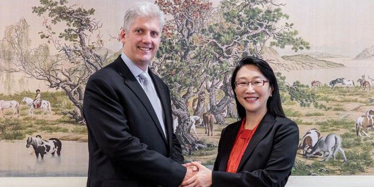 Rick Osterloh, Senior Vice President of Hardware at Google und Cher Wang, Chairwoman and CEO of HTC
