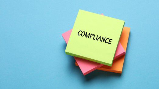 Arbeitgeber als auch Freelancer wollen bei einer Zusammenarbeit keine hohen Risiken eingehen - warum in solchen Fällen ein eigenes Compliance-System hilfreich sein kann.