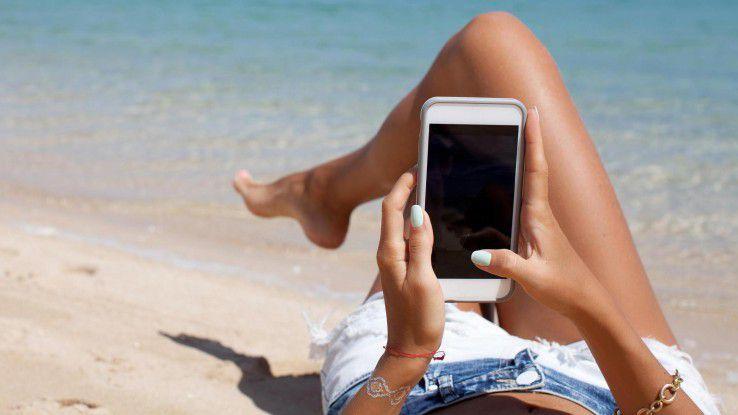 So schützen Sie das Smartphone vor Hitze-, Sand- und Wasserschäden