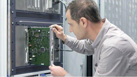 Gesucht werden Bewerber, die Studiengänge mit IT-Bezug absolviert haben, Elektrotechniker und Nachrichtentechniker.