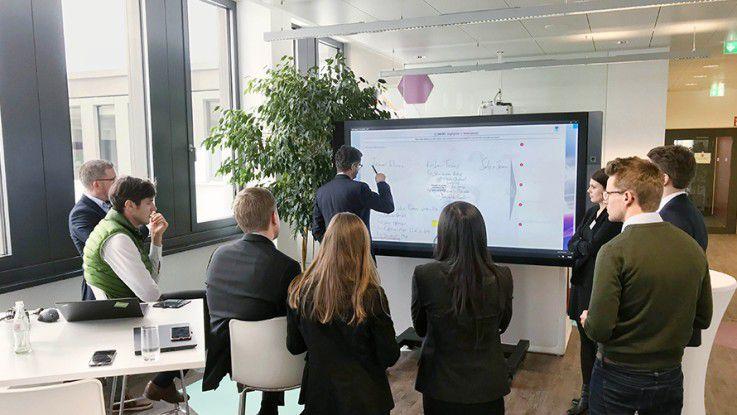 Der Gedankenaustausch mit den Kollegen, aber auch mit externen Partnern steht ganz oben im Programm zur Ausbildung und Zertifizierung der Digitalberater. 35 Prozent der Berater haben ihre digitale Kompetenz zertifizieren lassen.