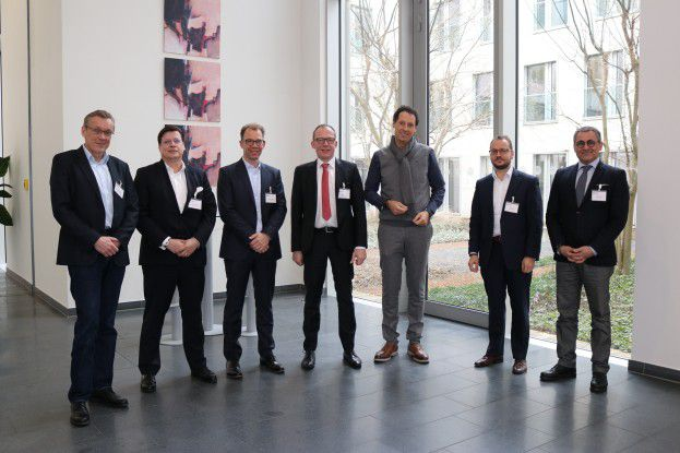 In der Runde diskutierten gemeinsam (v.l.n.r.) Heinrich Vaske (COMPUTERWOCHE), Frank Schwarz (Atos), Thomas Dengler (noventum consulting), Bernd Sauer (Allgeier Experts), Thomas Hoffmann (c-entron software), Jörg Thamm (Horvath & Partner) und Shahin Pour (iPaxx).