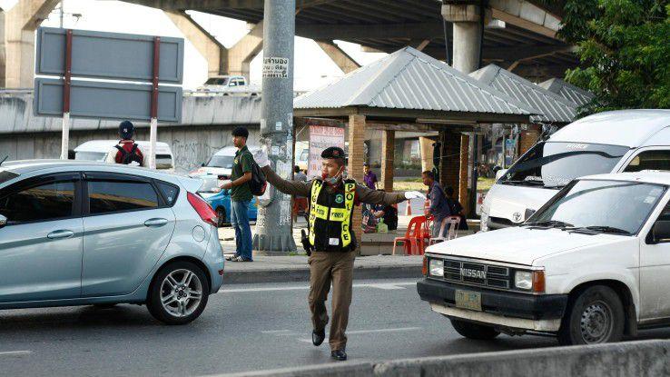 Den Datenverkehr sicher in die richtigen Bahnen lenken. Der Job eines Datenschutzbeauftragten hat Ähnlichkeit mit dem eines Verkehrspolizisten.