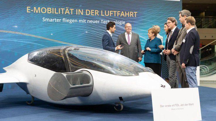 Auch für die Luftfahrtbranche wird Künstliche Intelligenz immer interessanter. Im Bild ist einer der ersten eVTOL-Jets dzu sehen - ein elektrisch angetriebener, autonom fliegender Senkrechtstarter für den Personentransport.