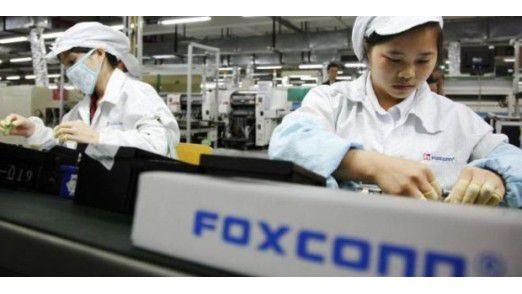 Foxconn-Mitarbeiterinnen bei der Montage