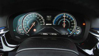 BMW 530e iPerformance: Multifunktionales Instrumentendisplay und Head-Up-Display - Foto: Rene Schmöl
