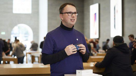 Jakob, Mitarbeiter im Apple Store in Berlin.
