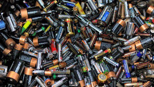 Alte Batterien können an 180.000 Sammelstellen kostenlos abgegeben werden.