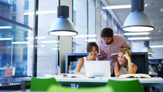 Humor im Büro hat einen positiven Einfluss auf die Kommunikation untereinander.