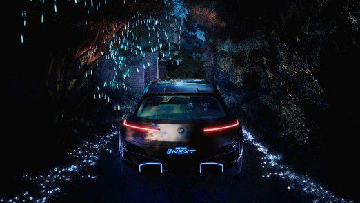BMW Vision iNEXT - Durch Leuchtelemente in Szene gesetzter Diffusor.
