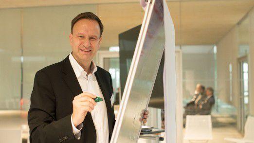 Peter Krumbach-Mollenhauer ist geschäftsführender Gesellschafter der Hamburger Personalberatung HR Horizonte. Der Diplompsychologe und ausgebildete Coach arbeitet seit fast 25 Jahren mit Nachwuchsführungskräften und Managern.