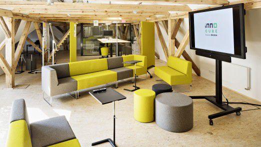 Der Innovationsraum InnoCube bei Skoda Auto bietet neben Forschungseinrichtungen Platz für Veranstaltungen und Diskussionen.