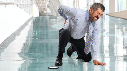 Bei einem Arbeitsunfall muss der Arbeitgeber einige Maßnahmen ergreifen, da sonst Versicherungsleistungen wegfallen können.