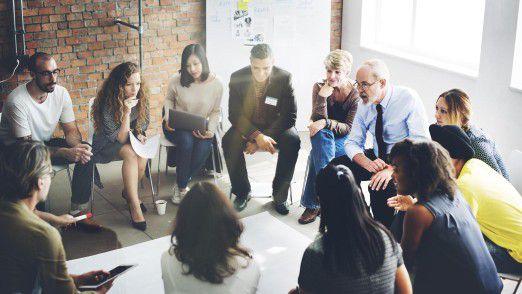 Vor einer neuen Führungskultur, in der sich Manager und Mitarbeiter auf Augenhöhe begegnen, ist in vielen Unternehmen noch wenig zu sehen.