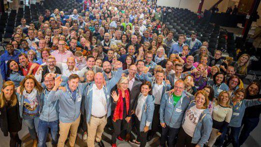 Zwei Konzerne, ein Ziel, eine Premiere: Zum ersten Mal haben Bosch und Daimler eine gemeinsame Konferenz veranstaltet, um mit insgesamt 400 Mitarbeitern aus beiden Unternehmen die Arbeitsmethode Working Out Loud weiterzuentwickeln.