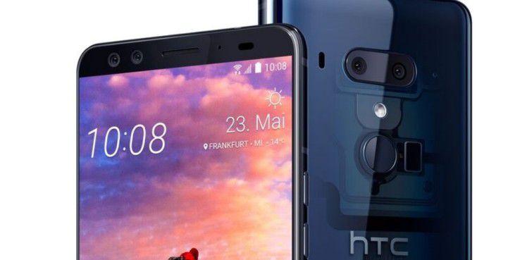 HTC U12+ in der Farbvariante Translucent Blue