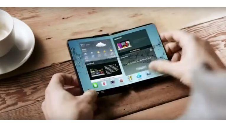 Samsung präsentierte bereits vor vier Jahren einen faltbaren Smartphone-Prototypen.