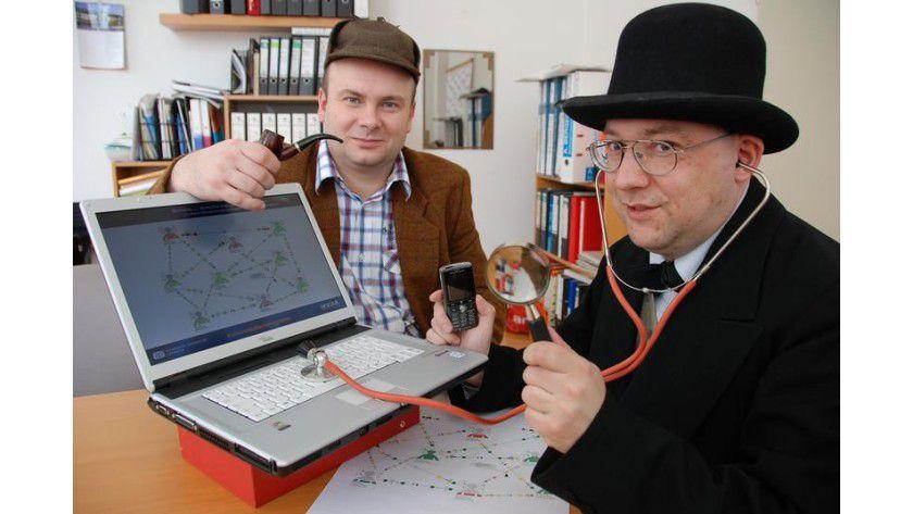"""""""Kommunikationsdetektive"""" wie Sherlock Holmes und Dr. Watson: Die Chemnitzer Wissenschaftler Jens Schütze und Heiko Baum (v.l.) analysieren akribisch die Kommunikation in KMU-Netzwerken. Foto: Mario Steinebach"""
