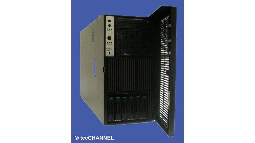 Arbeits-Tower: Im Maxdata Platinum 3200 I M6 verrichten zwei Xeon-CPUs mit je vier Cores und je 2,66 GHz Taktfrequenz ihre Arbeit. Als Arbeitsspeicher stehen dem Server insgesamt 16 GByte FB-DIMM-Hauptspeicher zur Verfügung.