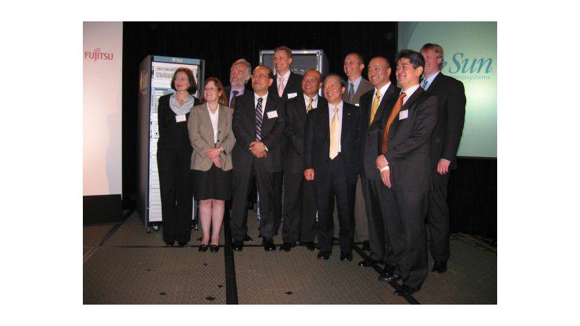 Vereint: In New York präsentieren hochrangige Vertreter von Fujitsu/Fujitsu Siemens und Sun die ersten Produkte ihrer Zusammenarbeit.