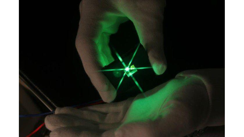 Transparente OLED sind die Juwelen innovativer Display-Technik. Foto: IHF, TU Braunschweig