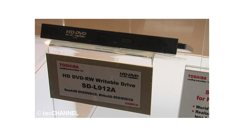 Mehrfachbeschreibbar: Der SD-L912A-Brenner von Toshiba unterstützt erstmals auch HD-DVD-RW-Medien.
