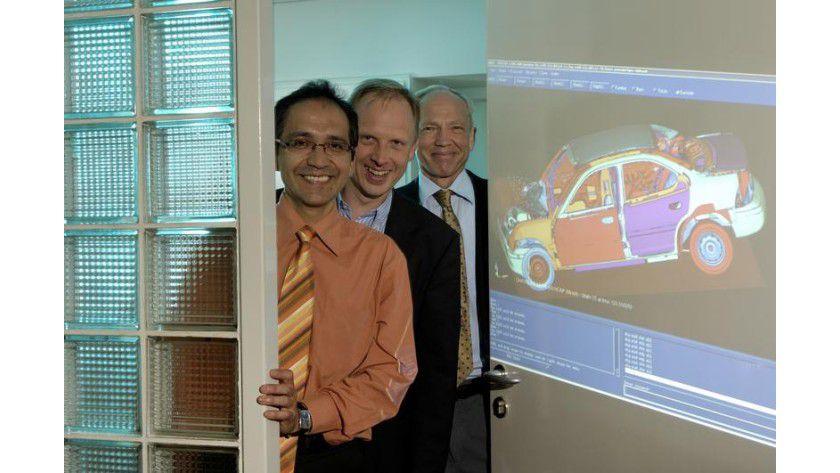 Dipl.Tech.Math. Rodrigo Iza-Teran, Dipl.Math. Clemens-August Thole, Prof. Dr. Rudolph Lorentz (v.l.n.r.). Foto: Fraunhofer/Volker Steger