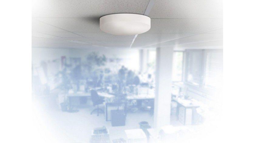 Unauffällig an der Decke: Die Indoor MIMO-Antenne von Funkwerk enthält zwei Antennensysteme.
