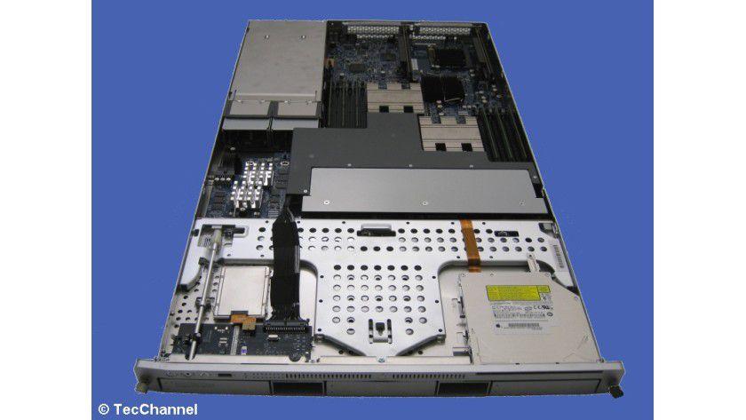 Für und Wider: Das Apple-System Xserve punktet durch das äußere Design, zeigt aber Schwächen bei Funktionalität und Handhabung.