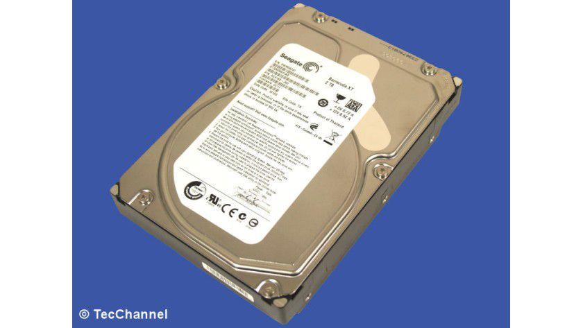 Barracuda XT ST3200641AS: Die 3,5-Zoll-Festplatte realisiert 2 TByte Kapazität mit vier Magnetscheiben. Das Laufwerk arbeitet mit 7200 U/min und ist mit einem 64 MByte großen Cache ausgestattet. Als Besonderheit besitzt die Festplatte bereits eine SATA-3.0-Schnittstelle mit 6 GBit/s Bandbreite.