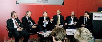 Frank Mang (Accenture), Jörg Menno Harms (Bitkom), Staatsminister Erwin Huber, CW-Redakteur Hans Königes, Wolfgang Müller (IG Metall) und Max Cartellieri(von links nach rechts)
