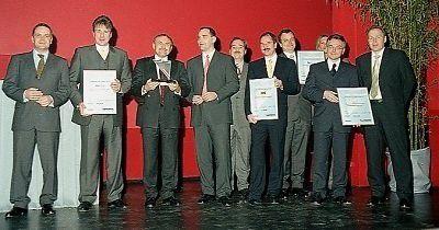 Beste Laune zeigten die IT-Verantwortlichen der besten fünf IT-Unternehmen Deutschlands des Jahres 2002. Neben dem Sieger DHL Worldwide Express konnten auch die IT-Verantwortlichen von ADAC, Start Amadeus, Dresdner Bank und Citibank stolz auf ihre bemerkenswert gelungenen Projekte sein.
