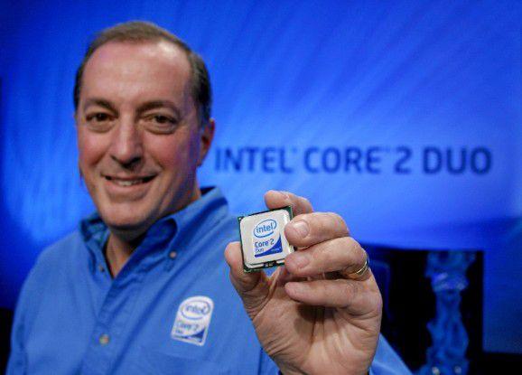 Intels Vertriebsleiter Sean Maloney stellt den neuen Core-2-Duo-Chip vor.