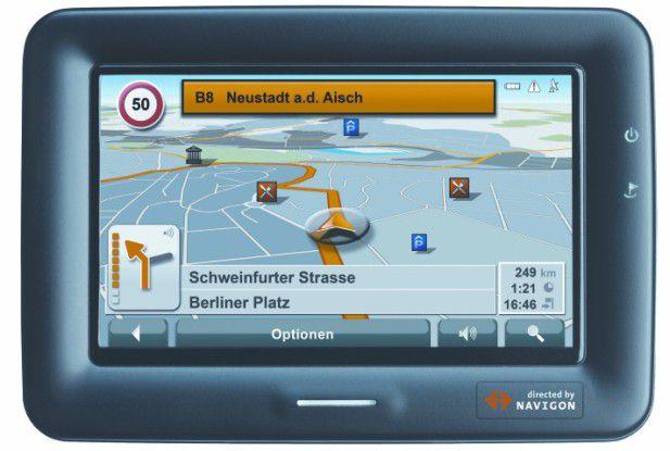 Navigons TS7000 T bietet ein 16:9-Display und einen Fahrspurassistenten.