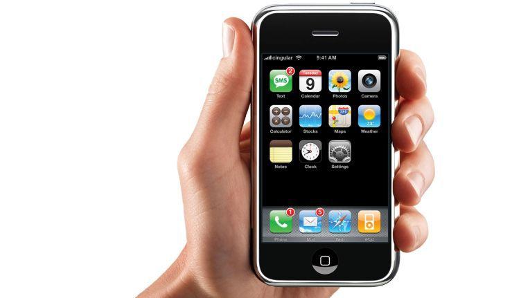 Was bisher geschah: Das Ur-iPhone wurde von der Konkurrenz noch belächelt...