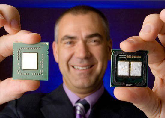 """Links: """"Barcelona"""" mit vier Kernen auf einem Die; rechts ein """"Pseudo-Quad-Core""""-Xeon von Intel."""