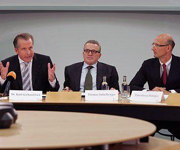 Telekom-Finanzvorstand und Verhandlungsführer Karl-Gerhard Eick, Arbeitsdirektor Thomas Stattelberger und T-Com-Chef Timotheus Höttges bei der Ankündigung der T-Service-Gründung zum 1. Juli (v.l.).