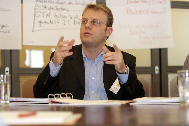 Geschäftsprozesse und IT-Architektur sind in vielen Unternehmen nicht am Kunden ausgerichtet, beobachtet Michael Nilles, CIO der Bosch Rexroth AG.