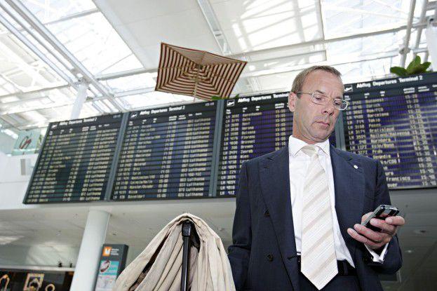 Andreas Resch, CIO von Bayer, hat sein Smartphone immer dabei, um von unterwegs Business-Mails zu beantworten. (Foto: Joachim Wendler)