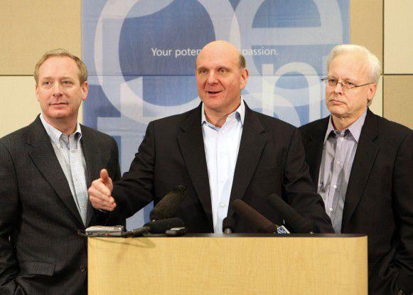 Brad Smith, Steve Ballmer und Ray Ozzie bei der gestrigen Ankündigung