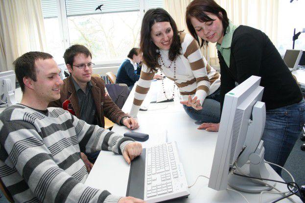 Wenn Informatiker auf Betriebswirte treffen, wie hier beim Studentenprojekt der FH Coburg, gibt es oft Missverständnisse.