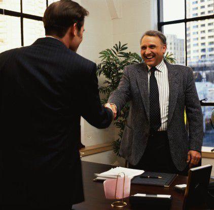 Der Bewerber, der seinen künftigen Arbeitgeber davon überzeugt, wie sehr er ihm nutzen kann, kommt leichter an einen Job.