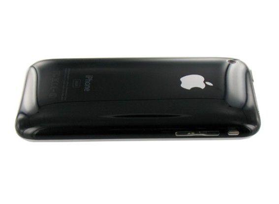 Ein Plastikrücken kann auch entzücken: iPhone 3G auf dem Bauch