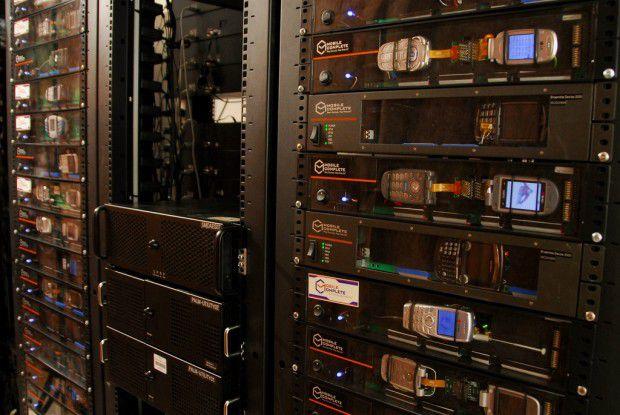 Blick auf das Innere des Handy-Testcenters. Foto: Deviceanywhere