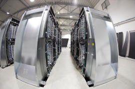 IBM konsolidiert mehrere tausend verteilte Server auf wenige Linux-Großrechner.