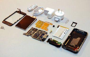 Zerlegtes iPhone 3G mit Akku, Quelle: ifixit