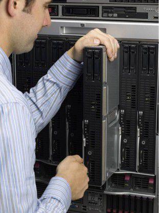Das NB50000c ist HPs erstes fehlertolerantes Blade-System für den unterbrechungsfreien Betrieb (24/7) und soll für maximal verfügbare Betriebszeit und hohe Effizienz sorgen.